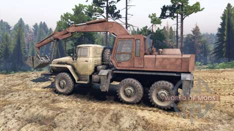 Ural-4320 mit neuen Lader für Spin Tires