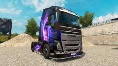 La peau Noir Et Violet sur un camion Volvo