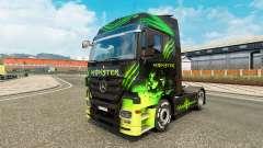 La peau Monstre sur camion Mercedes-Benz