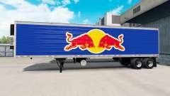 La peau de Red Bull sur la semi-remorque-le réfr