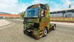La peau Camo sur camion Mercedes-Benz