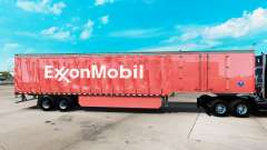 La peau d'ExxonMobil sur un rideau semi-remorque