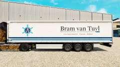 Haut Bram van Tuyl auf einen Vorhang semi-traile