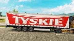 Haut Tyskie auf einen Vorhang semi-trailer