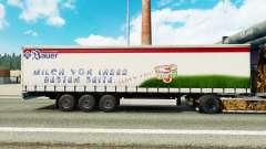 Haut der Bauer auf einem Vorhang semi-trailer