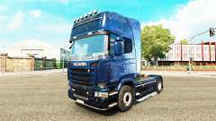 La peau Kosmos sur le tracteur Scania